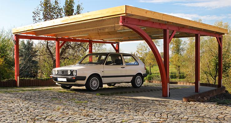 Carport in Fichte mit einem Leimholzbogen, 610x600cm, vom Kunden in rot gestrichen